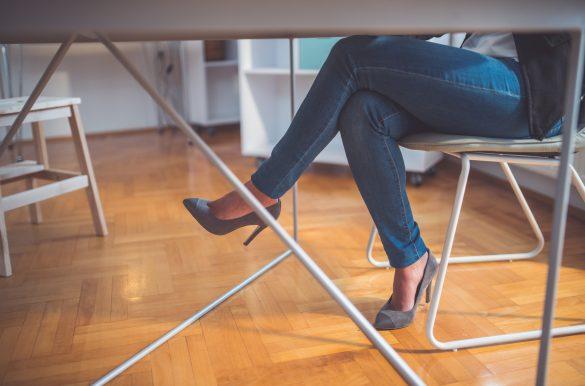 sakit lutut saat berdiri dari duduk lama